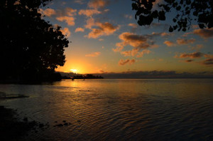 4sunset_in_opunohu_bay